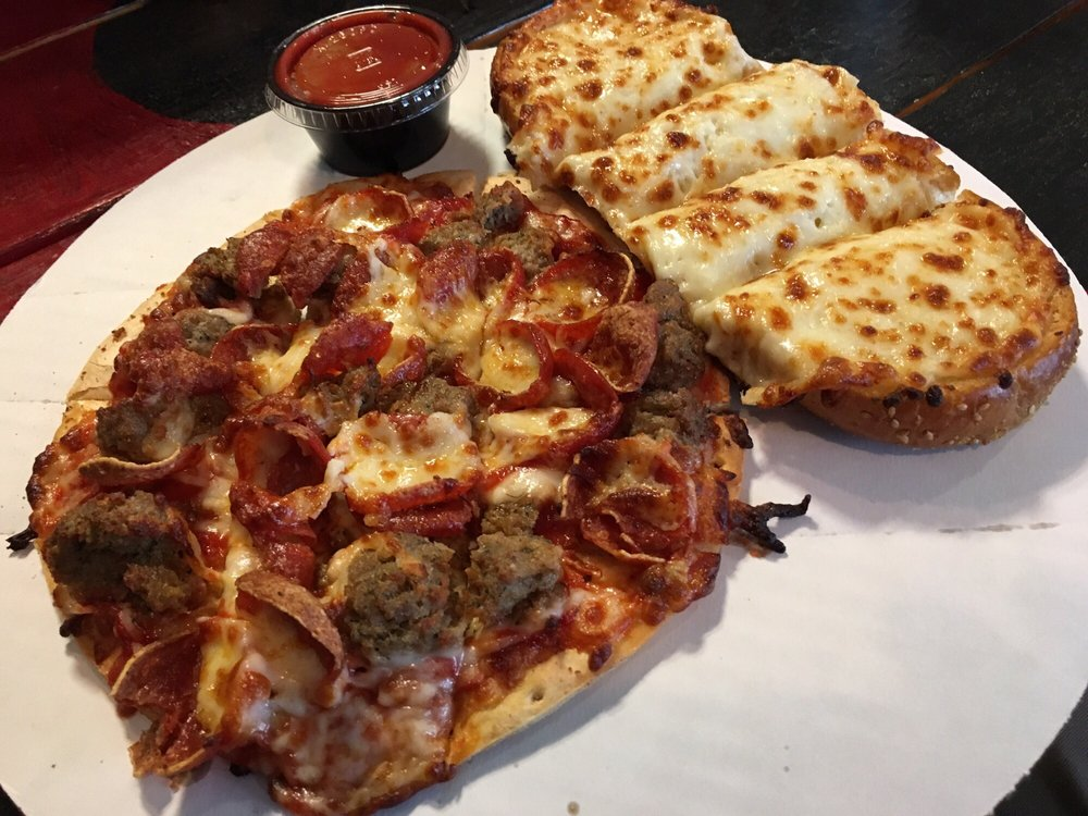 Tyeger's Pizza: 931 N Main St, Bluffton, IN