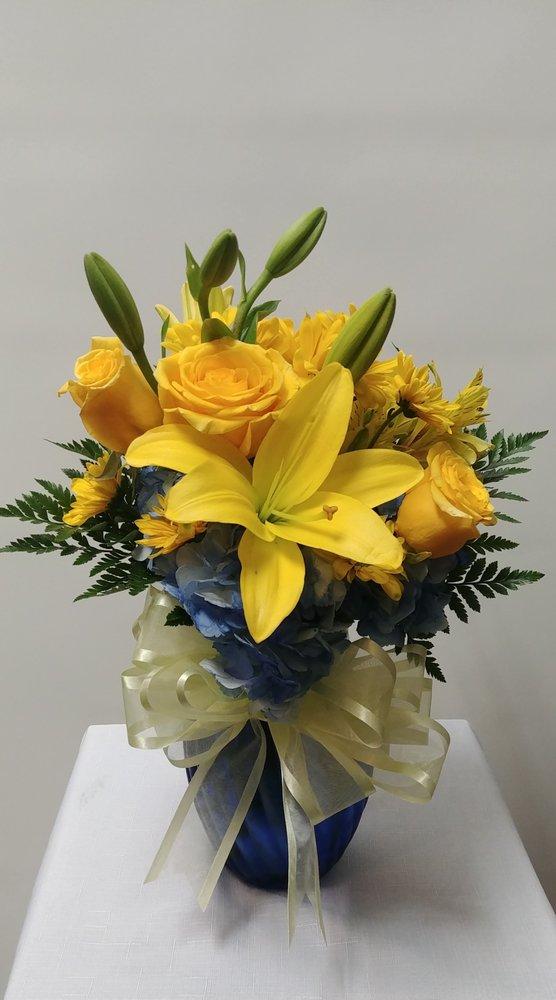 Doss Flower & Gift Shop, Inc: 111 W Badcock Blvd, Mulberry, FL