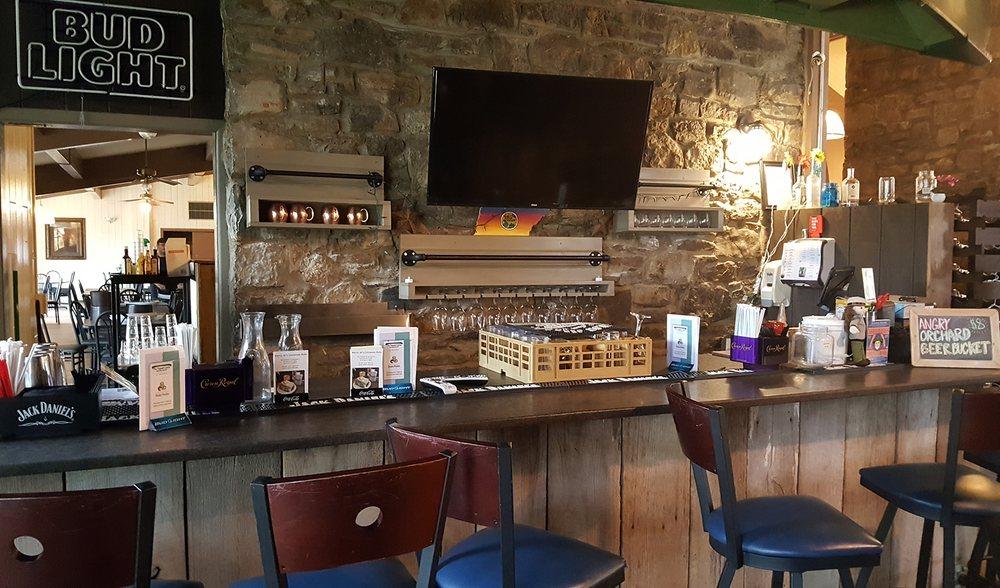 Governor's Table Restaurant: 4209 Nashville HWY, Chapel Hill, TN