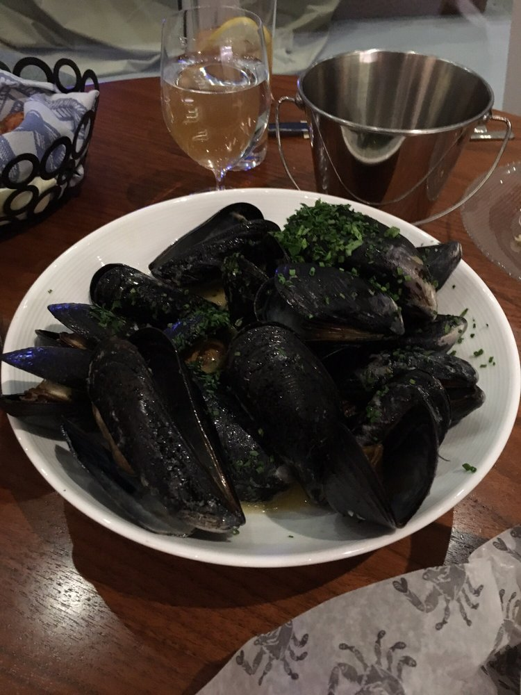 Mussels with garlic butter yelp for Fish by jose andres