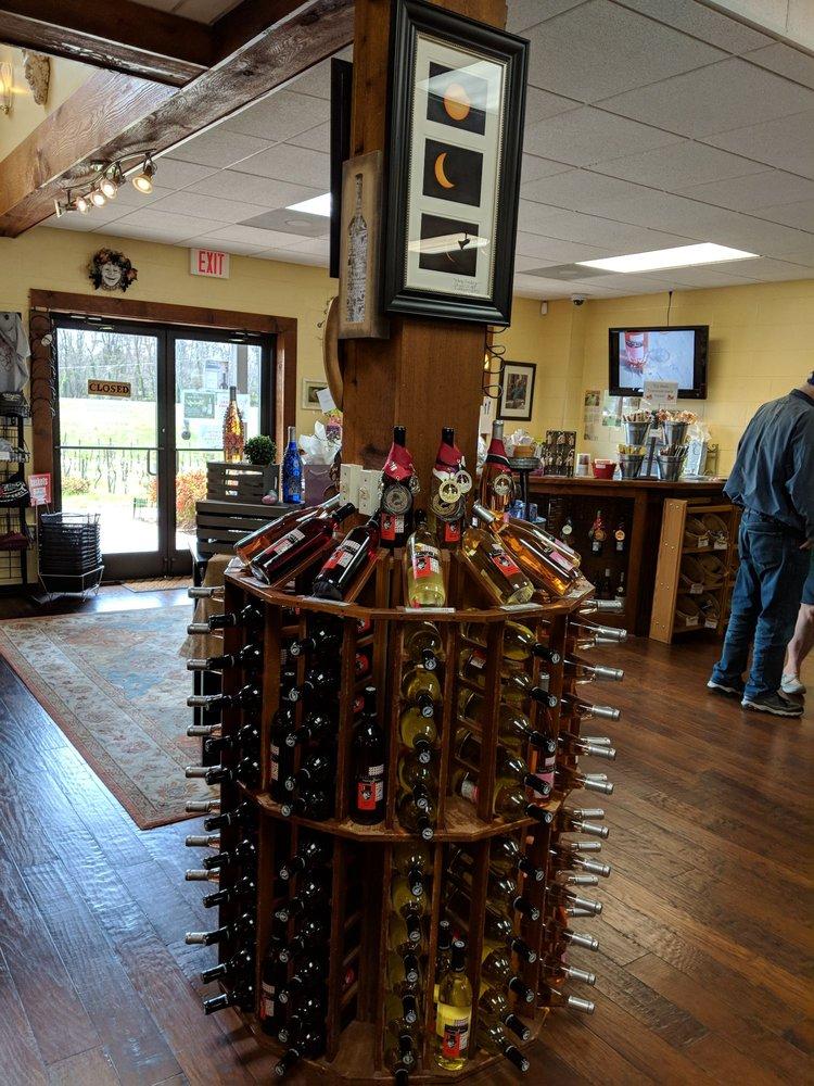 Bravard Vineyards & Winery: 15000 Overton Rd, Hopkinsville, KY