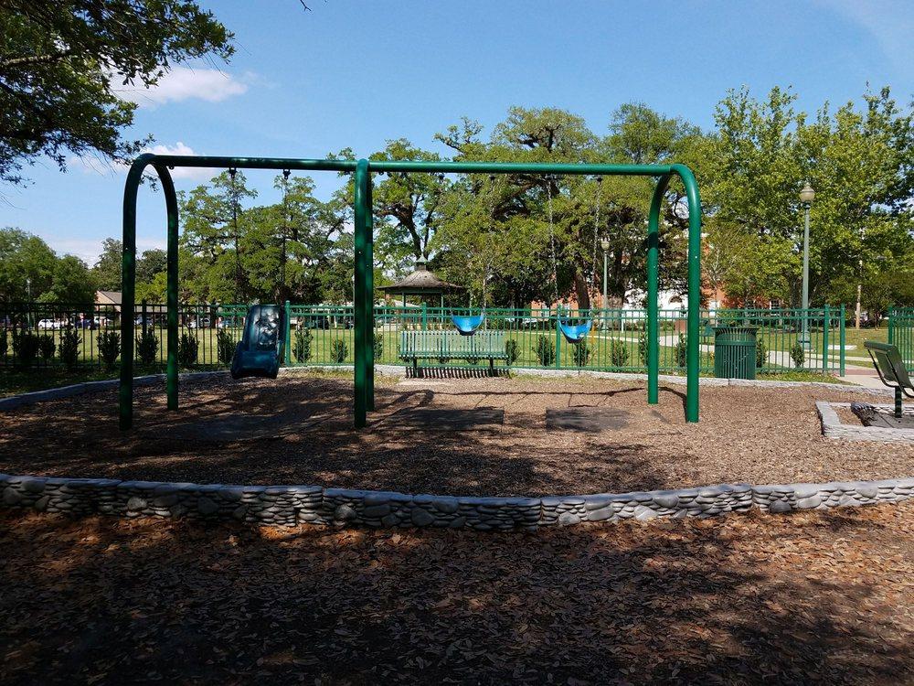 Cate Square Park: 200 W Charles St, Hammond, LA