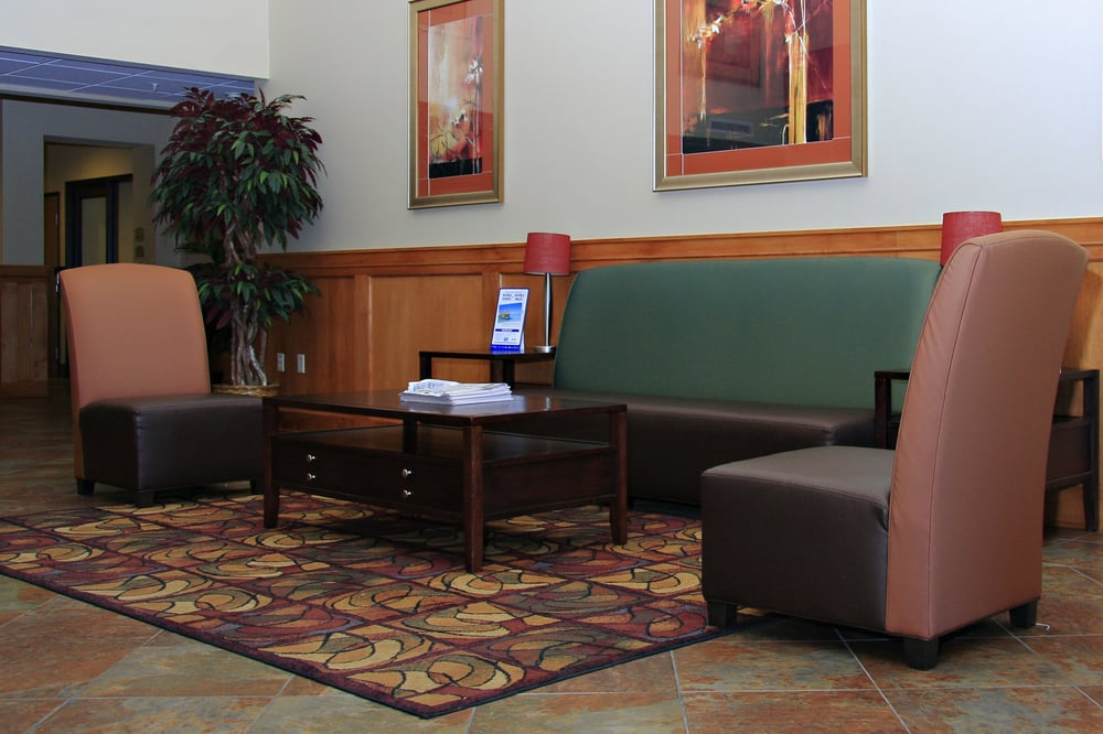 Holiday Inn Express & Suites Lincoln South: 8801 Amber Hill Ct, Lincoln, NE