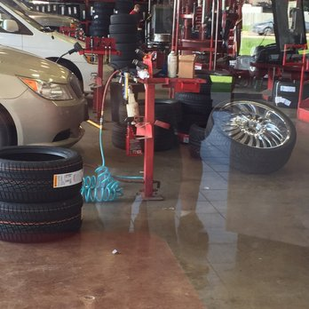 Discount Tire 18 Reviews Tires 7051 Fincham Dr Rockford Il