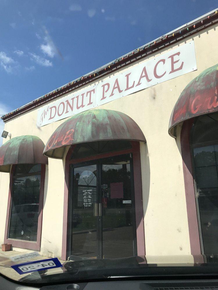 Donut Palace: 645 Highway 165 N, Oakdale, LA