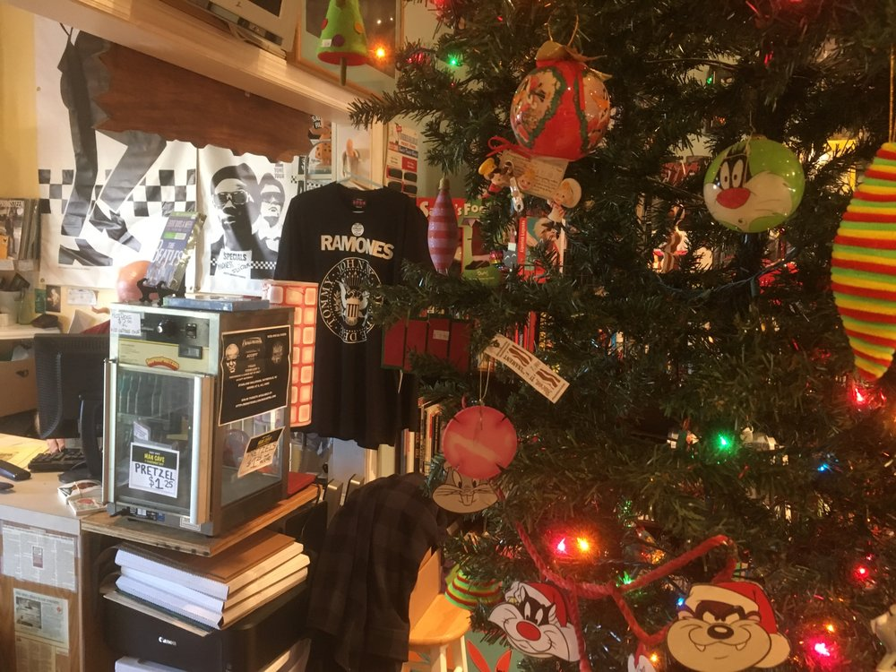 Man Cave Consignment Store : Randy now s man cave consignment shop foto e