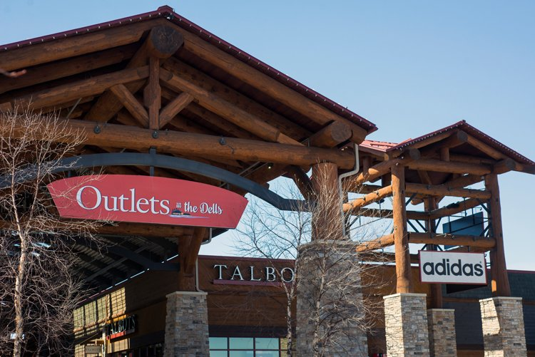Outlets at the Dells: 210 N Gasser Rd, Baraboo, WI