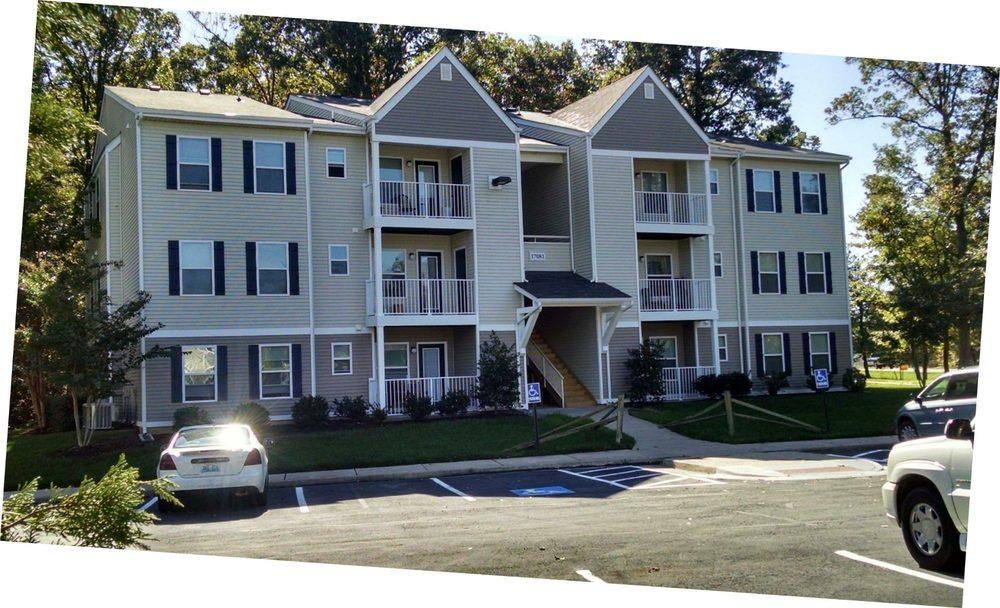 Monmouth Woods Apartments: 17060 Cromwell Pl, Dahlgren, VA
