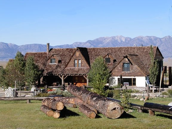 McGee Creek Lodge: 1561 Old Hwy 395, Mammoth Lakes, CA