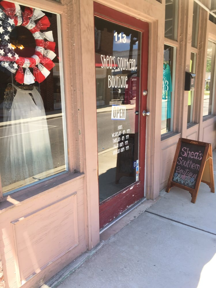 Shea's Southern Boutique: 113 N Spring St, McMinnville, TN