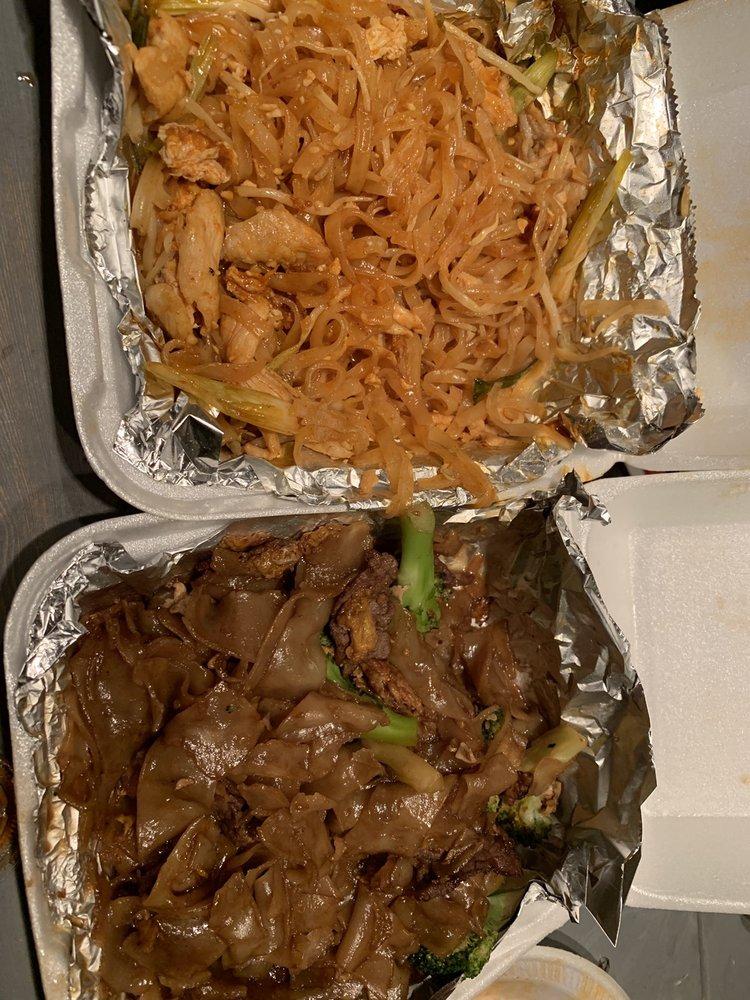 Jaruwan Thai Restaurant: 9825 Long Beach Blvd, South Gate, CA