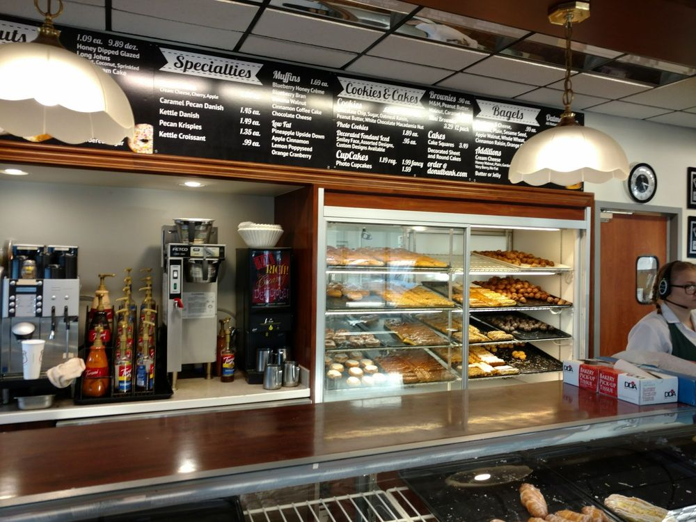 Donut Bank Bakery and Coffee Shop: 5 N Green River Rd, Evansville, IN
