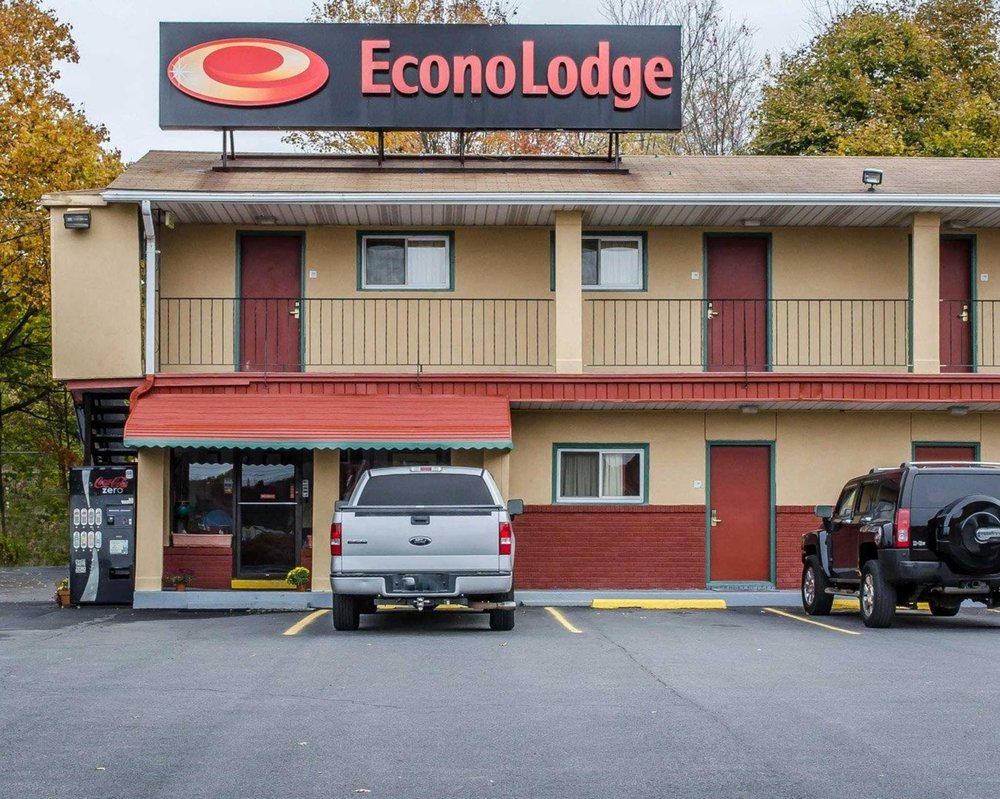Econo Lodge: 501 S Middle St, Frackville, PA