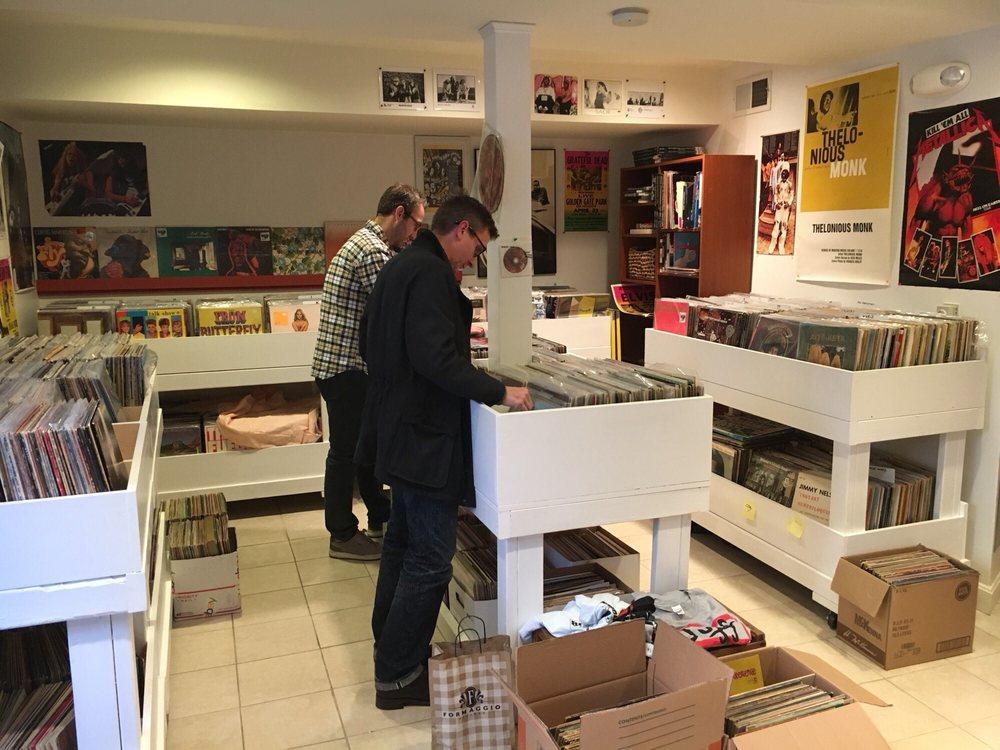 Village Vinyl & Hi-Fi: 307 Harvard St, Brookline, MA