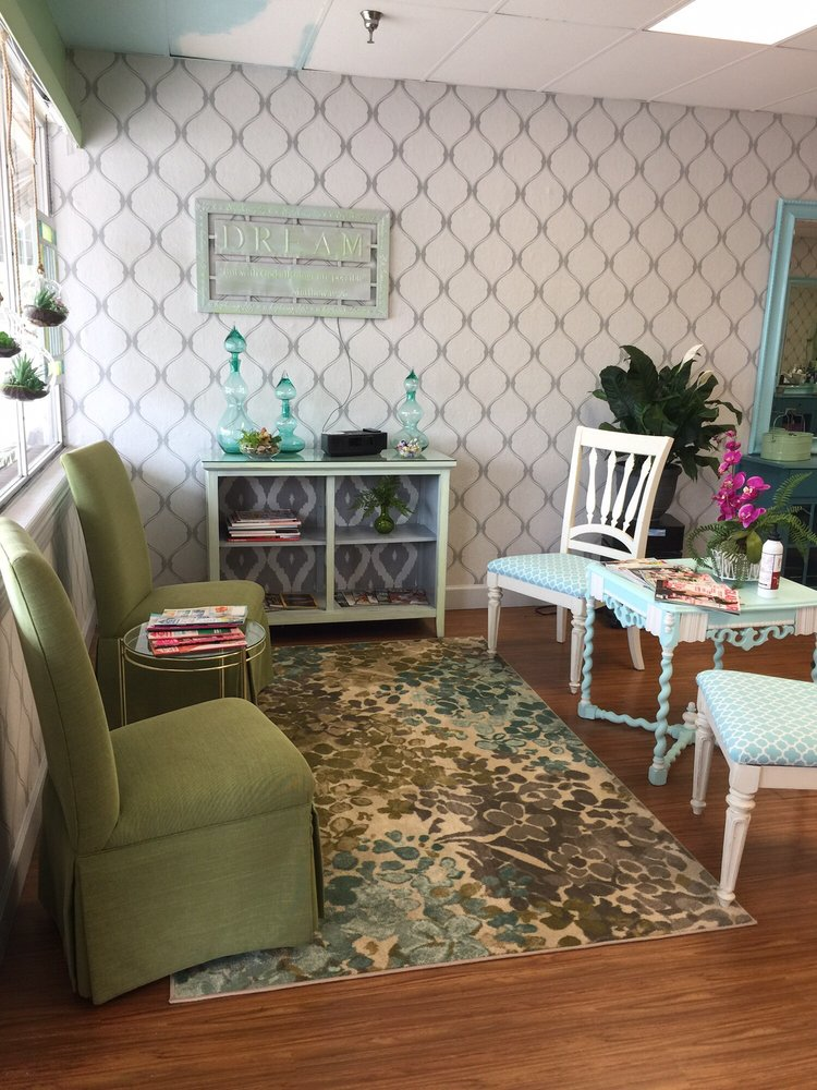 Salon 301: 7024 US-301, Ellenton, FL