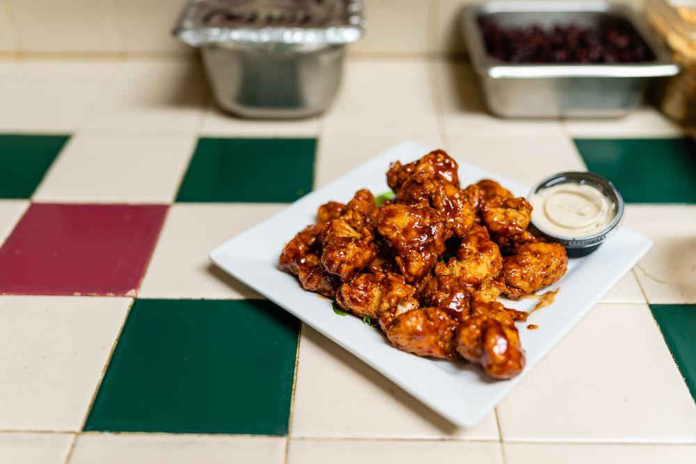 Bizzell's Food & Spirits: 137 E Carolina Ave, Hartsville, SC