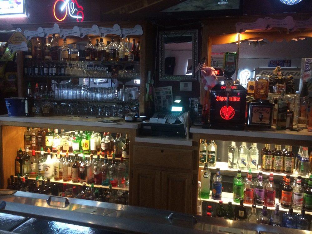 Fireside Cocktail Lounge: 1716 Hoover St, Kingman, AZ