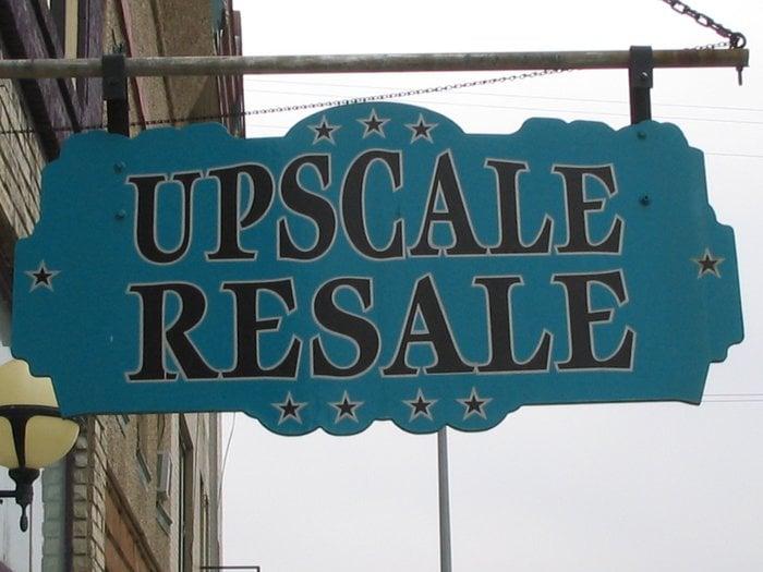 Upscale resale shopping 224 main st lansing ia for Affitti di cabina iowa lansing ia