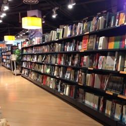 Librerie feltrinelli librerie piazza xxvii ottobre 1 for Riviste feltrinelli