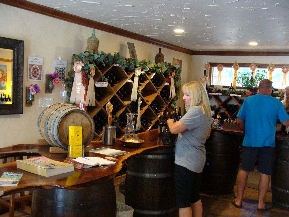 Findleton Estate & Winery: 3500 Carson Rd, Camino, CA