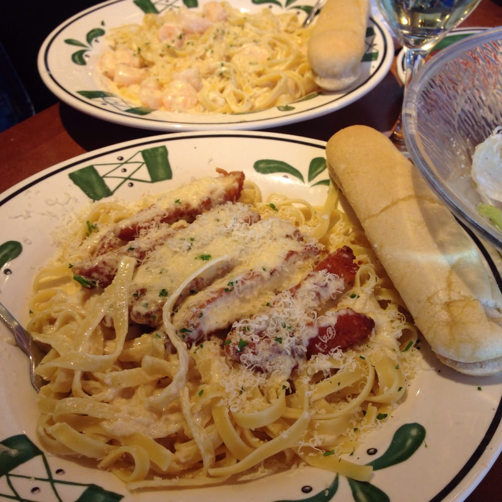The key to Olive Garden's rich and creamy alfredo sauce is its freshness. Our chefs make it in house throughout the day with parmesan cheese, heavy cream, and garlic. Served with fettuccine pasta, and even the pickiest eaters can agree this simple Fettuccine Alfredo meal is delightful!