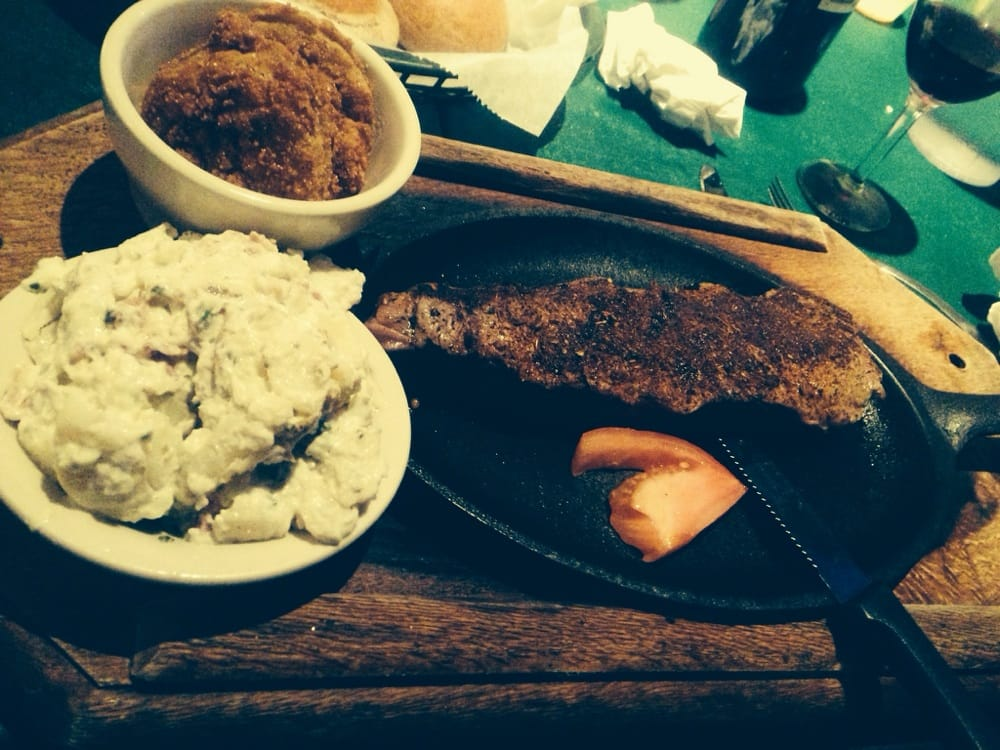 Hub's Restaurant: 1802 S 7th St, Hickman, KY