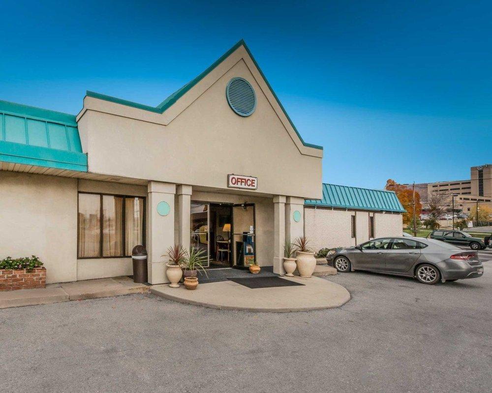 Econo Lodge Altoona I-99: 2906 Pleasant Valley Blvd, Altoona, PA