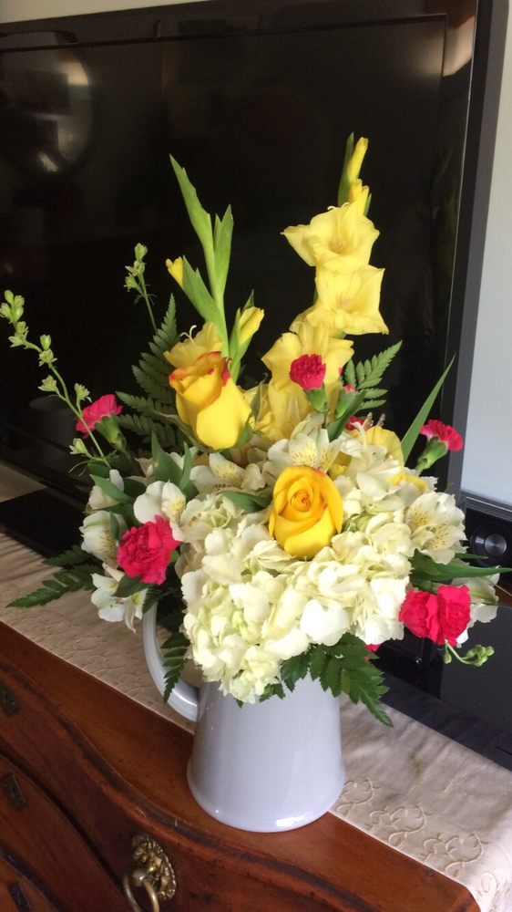 Shirley's Flowers & Sweets: 138 Concord St, Nashua, NH