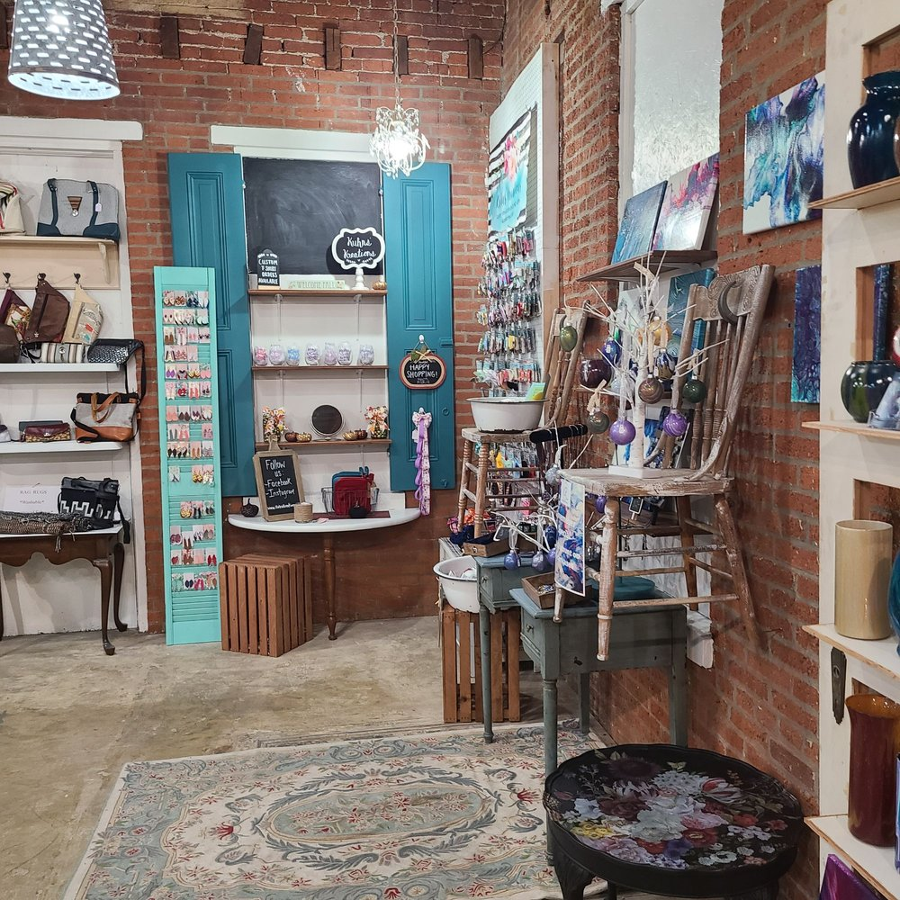 Kindred Collections: 452 Locust St, Columbia, PA