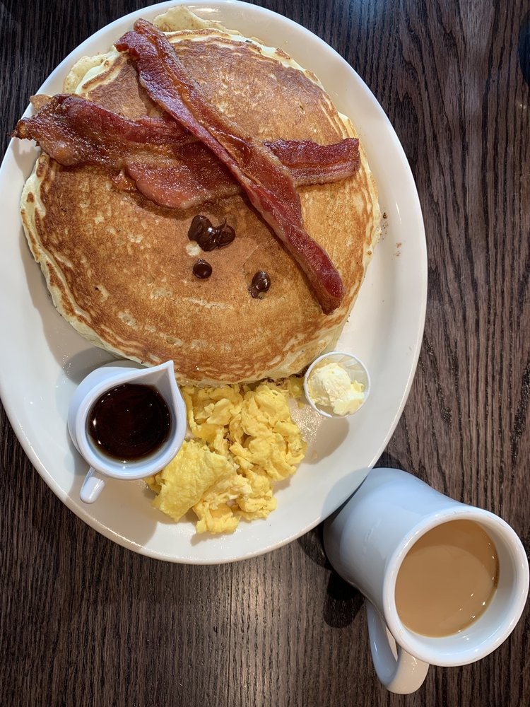 Doug's Day Diner -Windsor: 401 Pointe Plz Dr, Windsor, CO