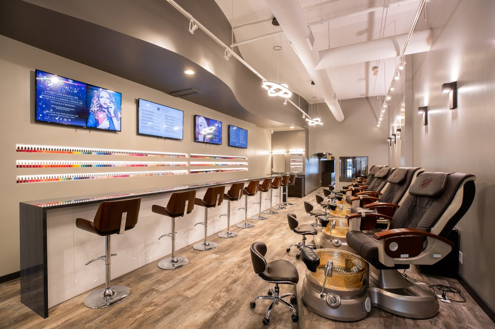 ESSENTIAL NAIL BAR: 254 W Maple Rd, Birmingham, MI