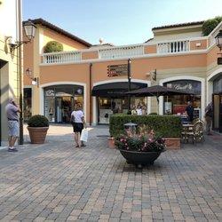 Serravalle Designer Outlet - 24 foto e 18 recensioni - Outlet - Via ...