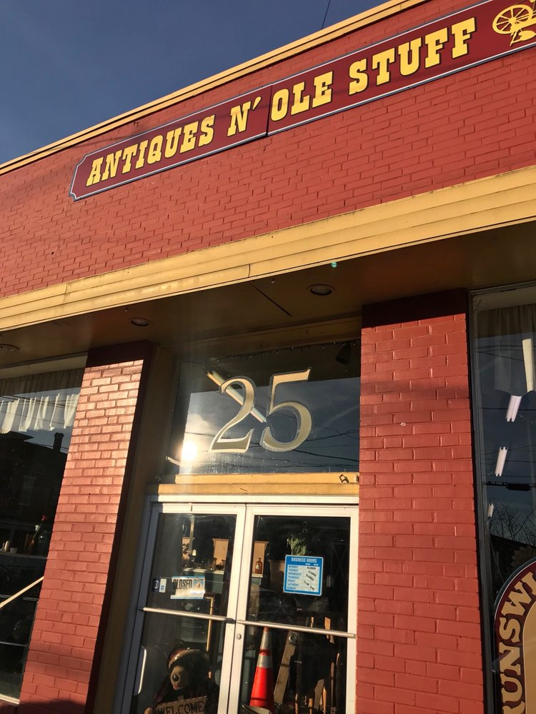 Antiques n Ole Stuff: 25 E Potomac St, Brunswick, MD