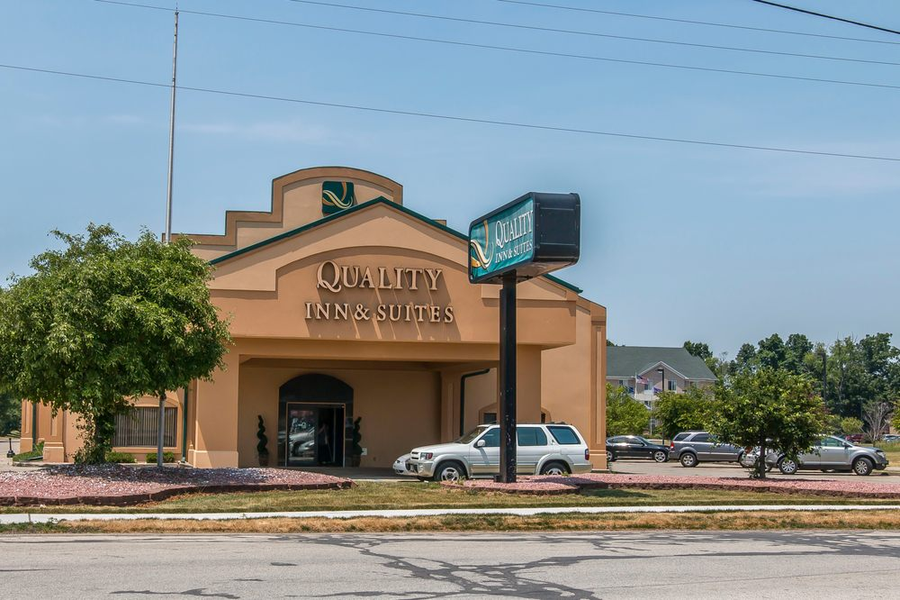 Quality Inn & Suites: 3321 Plaza Ct., Elkhart, IN