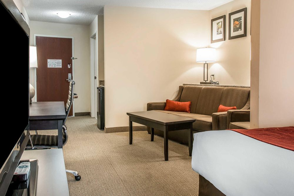Comfort Suites South Bend Near Casino: 60971 US 31 S, South Bend, IN