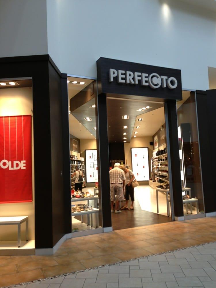 perfecto magasins de chaussures 3333 rue du carrefour qu bec qc num ro de t l phone yelp. Black Bedroom Furniture Sets. Home Design Ideas