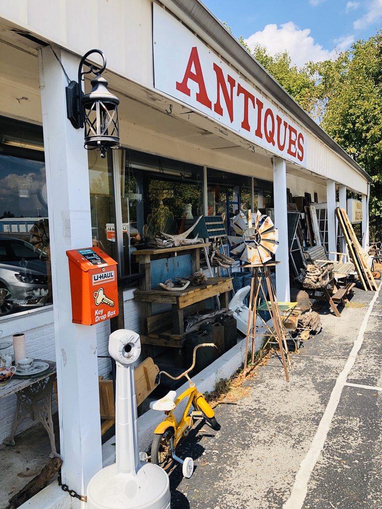 The Red Door Antique Mall: 35 US Highway 641 N, Eddyville, KY