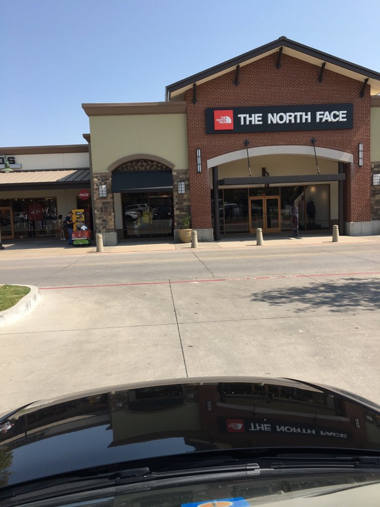 The North Face: 820 W Stacy Rd, Allen, TX