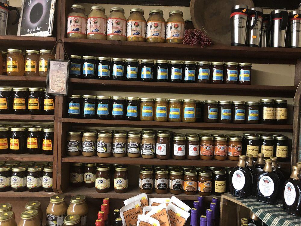 The Country Barn Garden & Farm Market: 112 Britmart Rd, Elkton, KY
