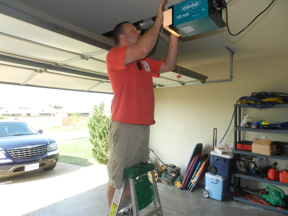 The Garage Door Medic: 100 North Dixieland Rd, Rogers, AR