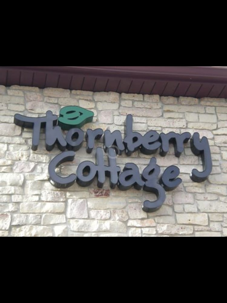 Thornberry Cottage: 345 Cardinal Ln, Green Bay, WI