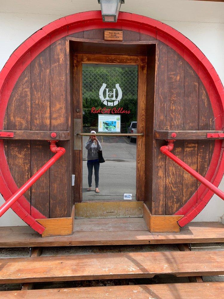 Hazlitt's Red Cat Cellars: 1 Lake Niagara Ln, Naples, NY