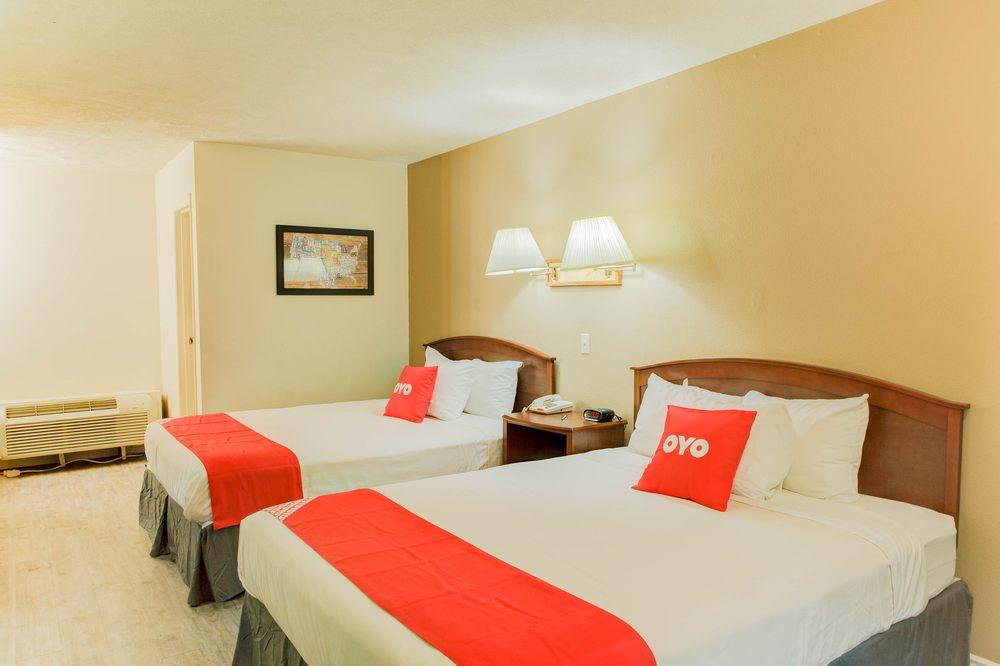 OYO Hotel McCook NE Downtown: 612 W B St McCook, McCook, NE