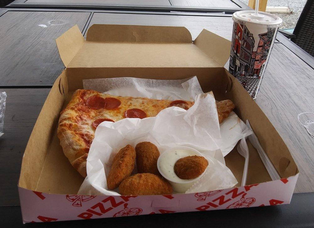 LUNA'S PIZZA & RESTAURANT: OAKBORO, NC