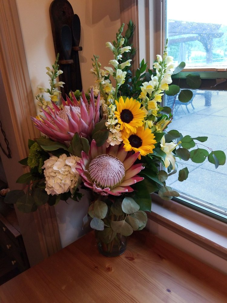 Lendon Floral & Garden: 46540 National Rd W, St. Clairsville, OH