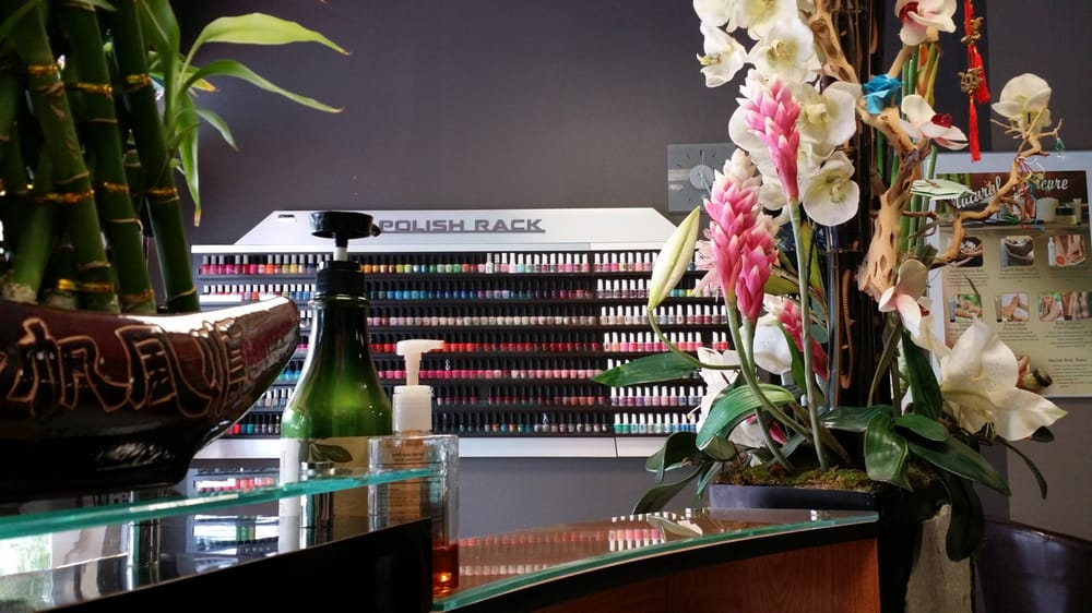 Nails Club: 724 N Moorpark Rd, Thousand Oaks, CA