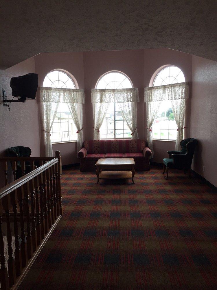 Victorian Inn: 3919 23rd St, Columbus, NE