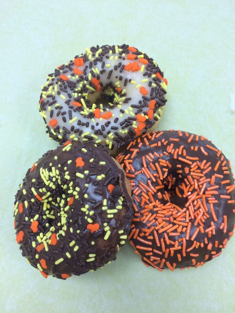 King Donuts: 584 N College St, Harrodsburg, KY