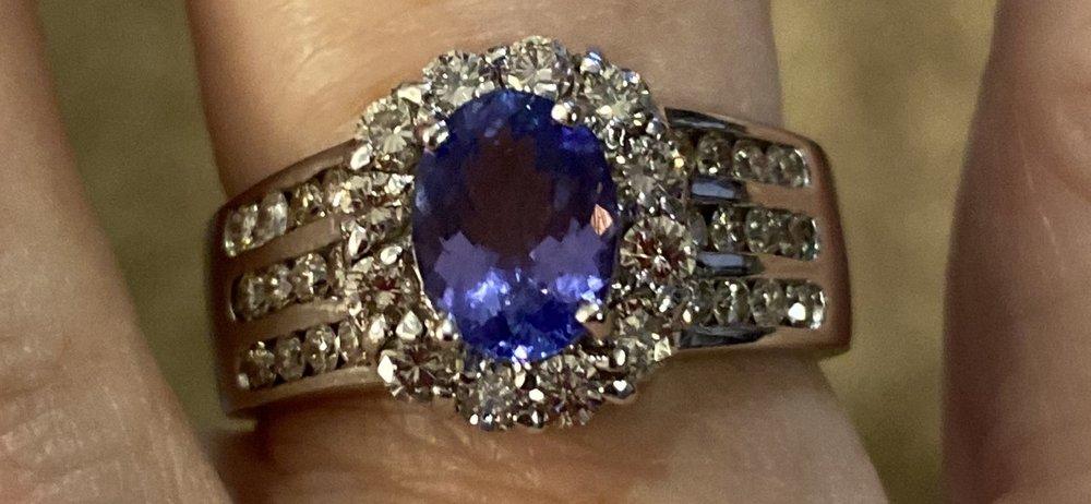 Chipper's Jewelry: 21291 State Rte 410 E, Bonney Lake, WA
