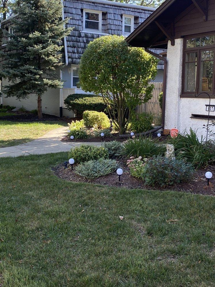 Dirty Deed's Lawn & Landscaping: 2606 Glasgow St, Joliet, IL